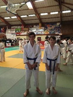 Jonathan et Quentin portent vaillamment les couleurs du Judo club.