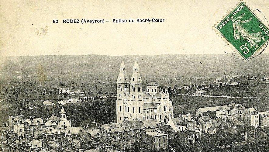 Sur cette vue ancienne, on repère bien les deux églises.  Ci-dessous, le tramway au départ de la rue Béteille.