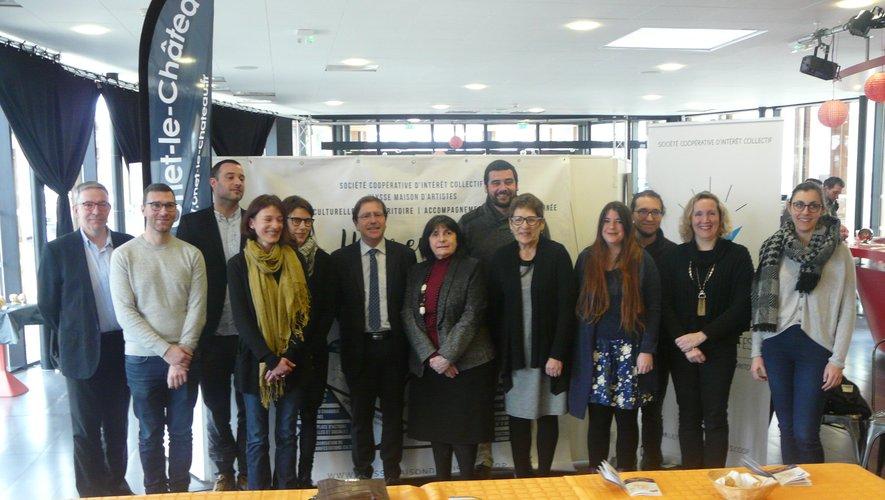 Les responsables du Café culturel avec quelques-uns de ses 45  partenaires.