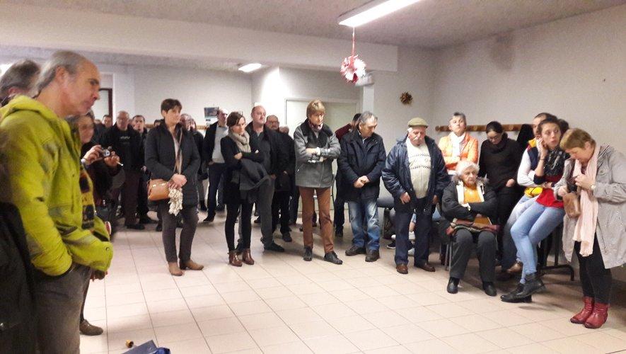 Le public venu nombreux, attentif à l'écoute des projets des élus