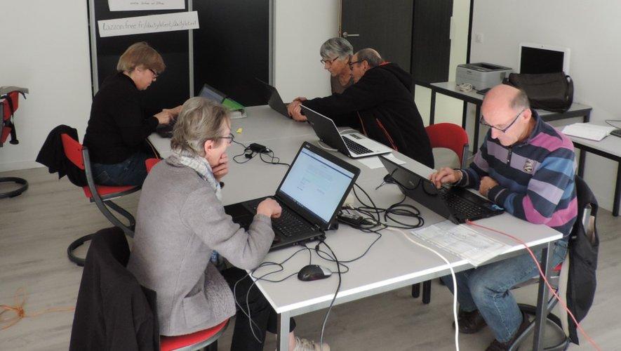 Initiation et formation au numérique à l'espace emploi de la cité.