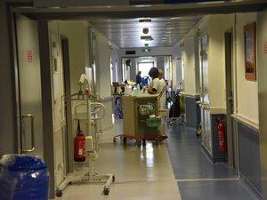 Intrusion nocturne au service des urgences pour un individu qui sera interpellé par la police.