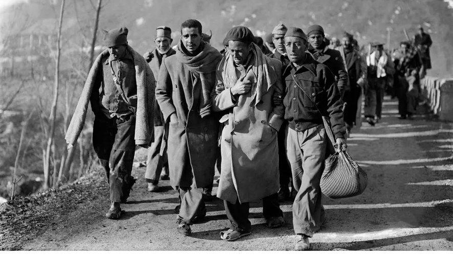 Soldats républicains espagnols fuyant l'Espagne et arrivant en France.