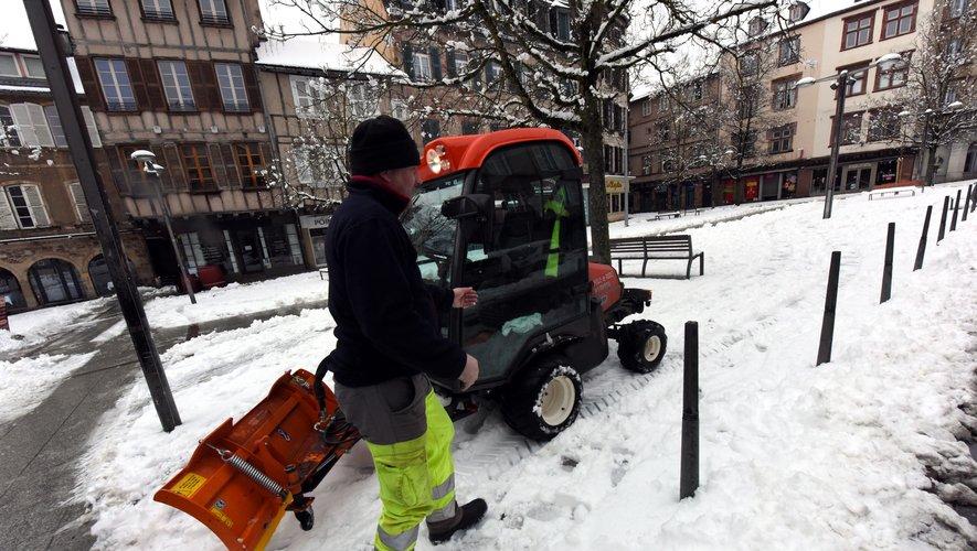 Trente-deux personnes des services espaces verts et propreté ont été mobilisées.