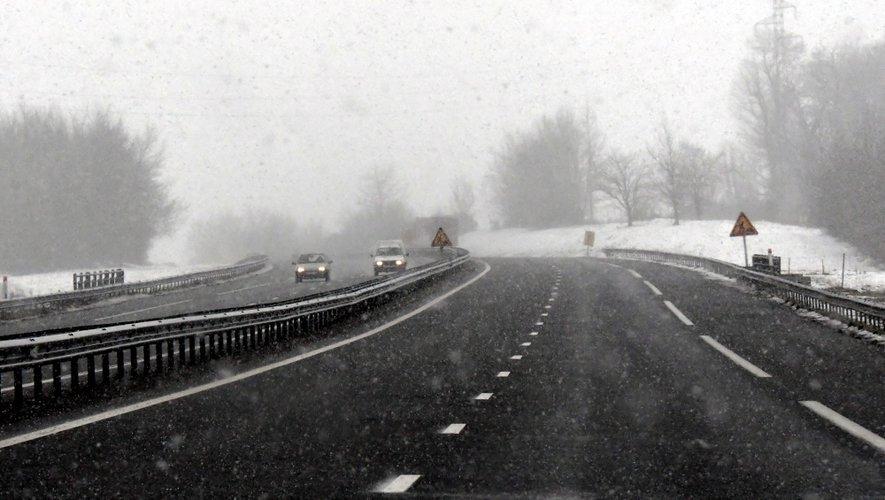Même en l'absence de neige ou de verglas, les pneus hiver sont recommandés (et bientôt obligatoires) dès que les températures baissent.