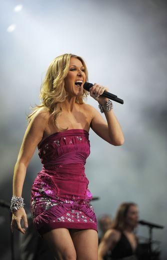 """Céline Dion est une icône dans le monde et en France où elle détient le record de l'album le plus vendu avec """"D'eux"""" et ses 4 millions d'exemplaires écoulés."""