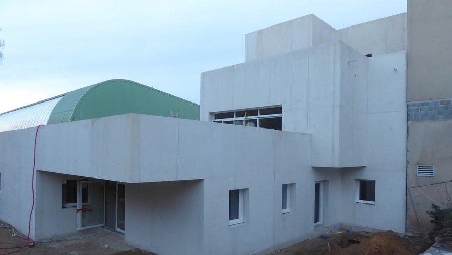 Le chantier de l'extension qui abritera le pôle enfance, multi-accueil « Chat Perché » et relais assistantes maternelles « La Galipette ».