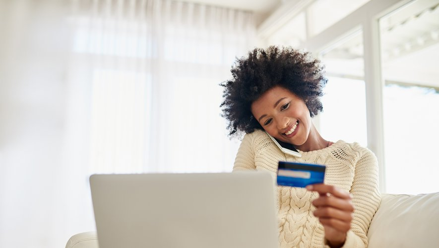 les Français préfèrent l'ordinateur fixe, portable ou de bureau, pour leurs achats en ligne