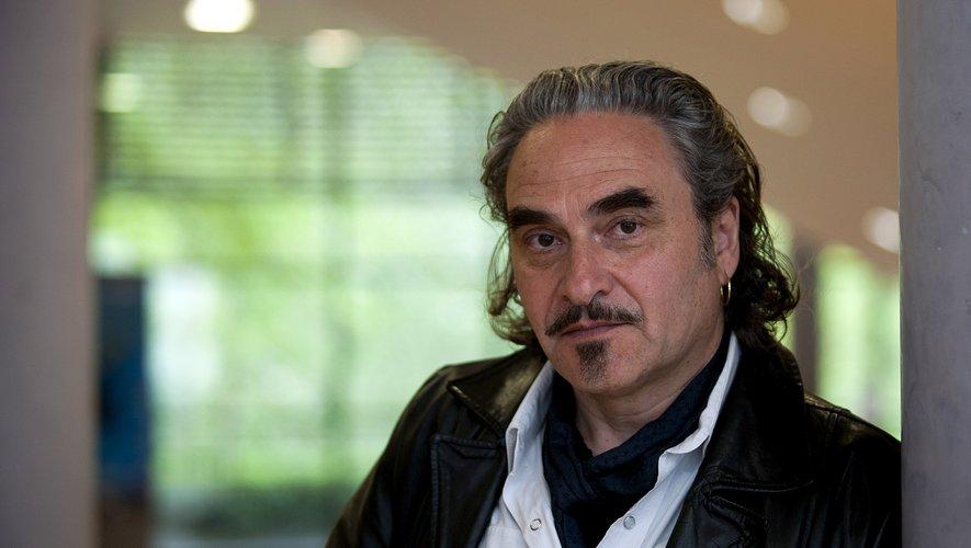 """Après sept ans d'absence discographique contrainte, Stephan Eicher revient enfin avec """"Hüh"""", un album de rock balkanique"""