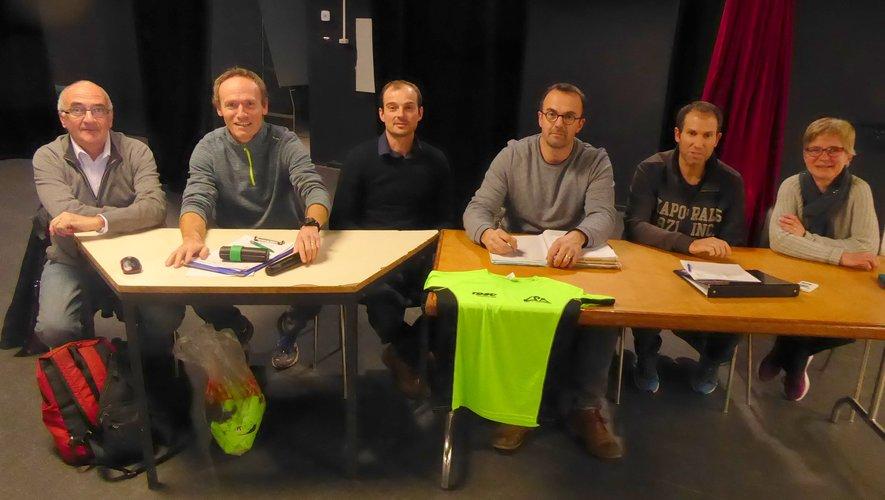 Les membres du bureau autour du président Hélian Cavalié, Alain Cabaniols, président du SRA et Cédric Albinet, adjoint au maire.