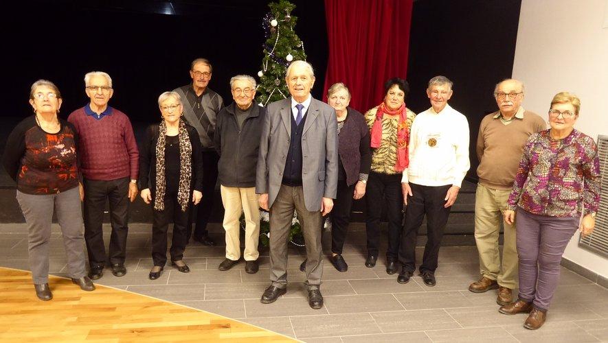 Le président Simon Laurens entouré des membresdu bureau.