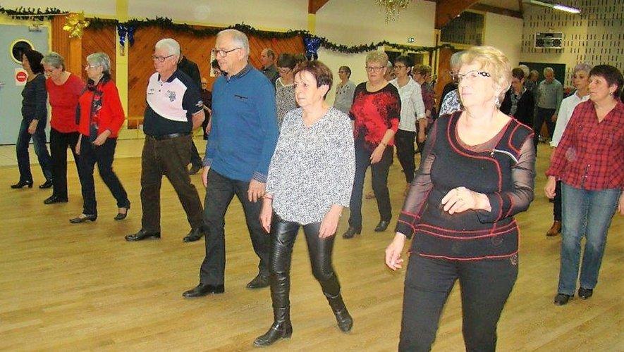 Les amateurs de danses se retrouvent chaque mardi soir.