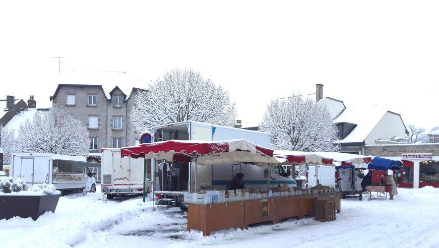même sous la neige, les marchands du marché hebdomadaire vous accueillent