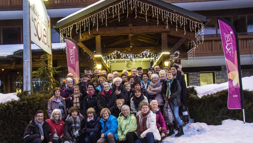 Le groupe devant le village vacances de Morzine.