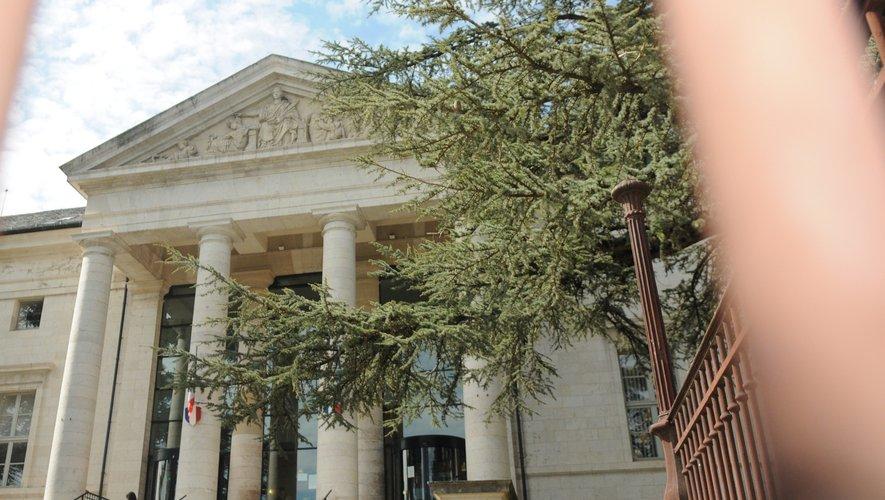Le tribunal a condamné le septuagénaire à une peine de prison ferme. Non pas de quatorze mais six mois.