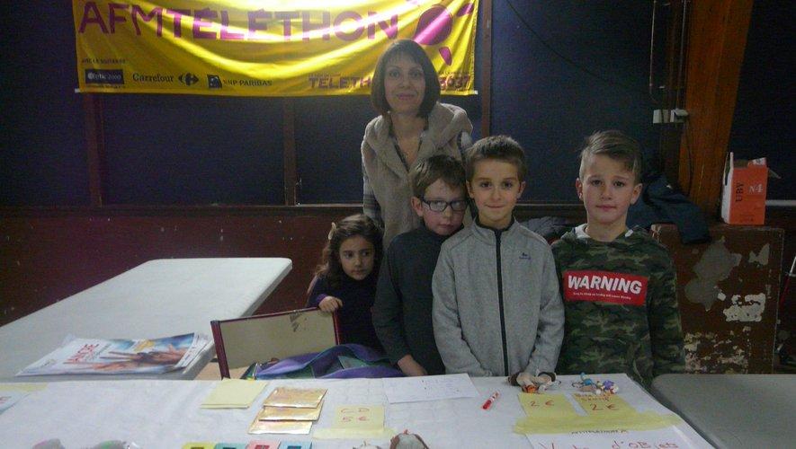 Les enfants ont tenu le stand toute la journée.