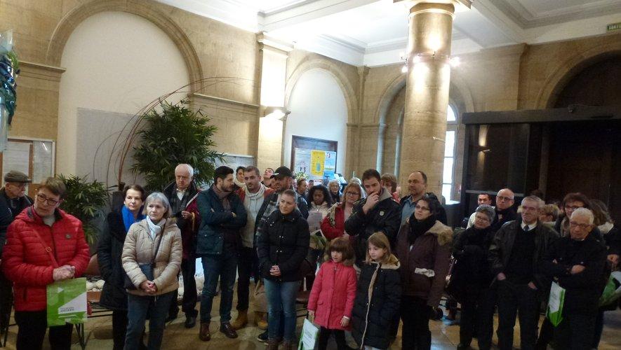 Les nouveaux Espalionnaisse sont retrouvés dans le hallde la mairie.