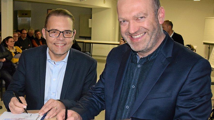 A l'instar de son collègue  du Tarn-et-Garonne Jérôme Boscari, Arnaud Delpal (à droite), président du District Aveyron football, a signé, à Toulouse,   les contrats d'objectifs.