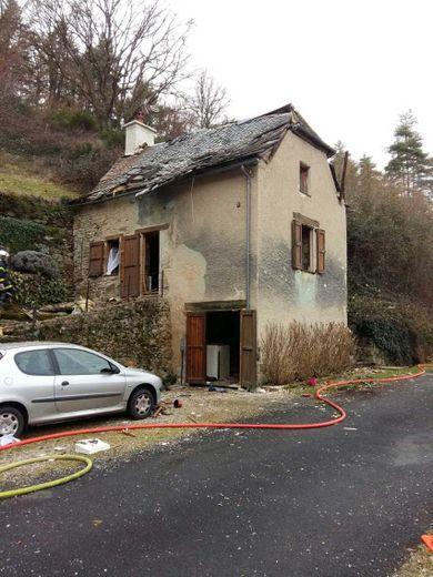 La petite maison de la route de Laguiole au lieu-dit  Marty a été sérieusement endommagée par le souffle de l'explosion.