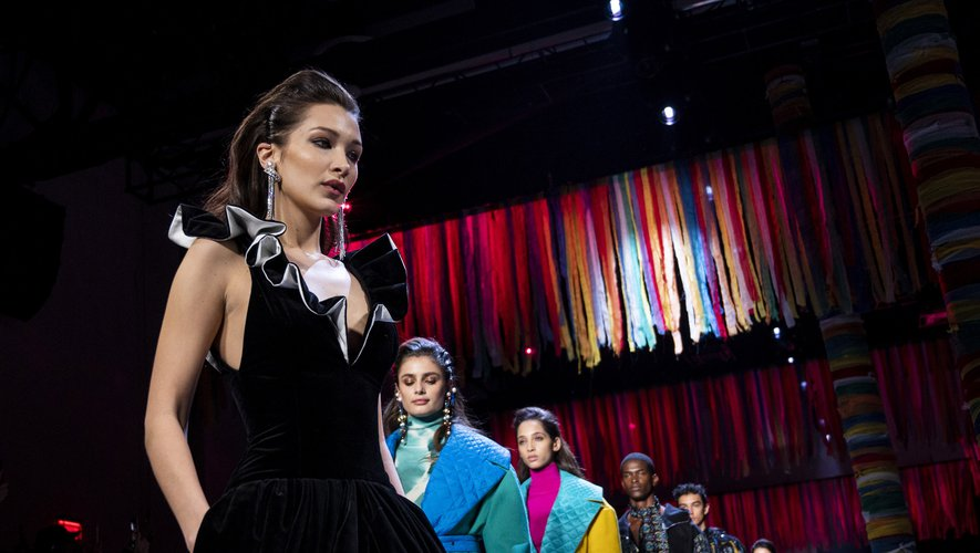 Bella Hadid a défilé pour Prabal Gurung lors de la Fashion Week de New York