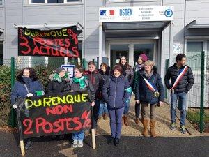 Les parents, Mme le Maire et des habitants ont manifesté devant la DSDEN.