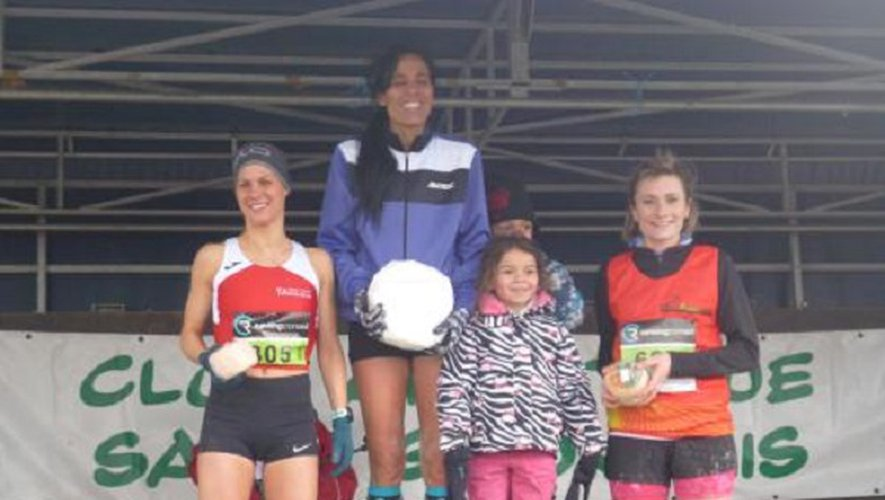 Sophie Laye de LPA, 3e aux côtés de Fatiha Sanchez 1re (Toulouse UC) et de Mylène Da Costa Reis 2e (Tarbes Pyrénées Athlétisme).