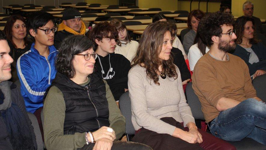 Les lycéens et leurs familles ont rencontré les artistes de la compagnie Le cri dévot.