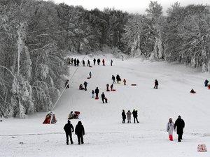 La station de Laguiole propose une découverte du snowscoot et une nocturne ce samedi.