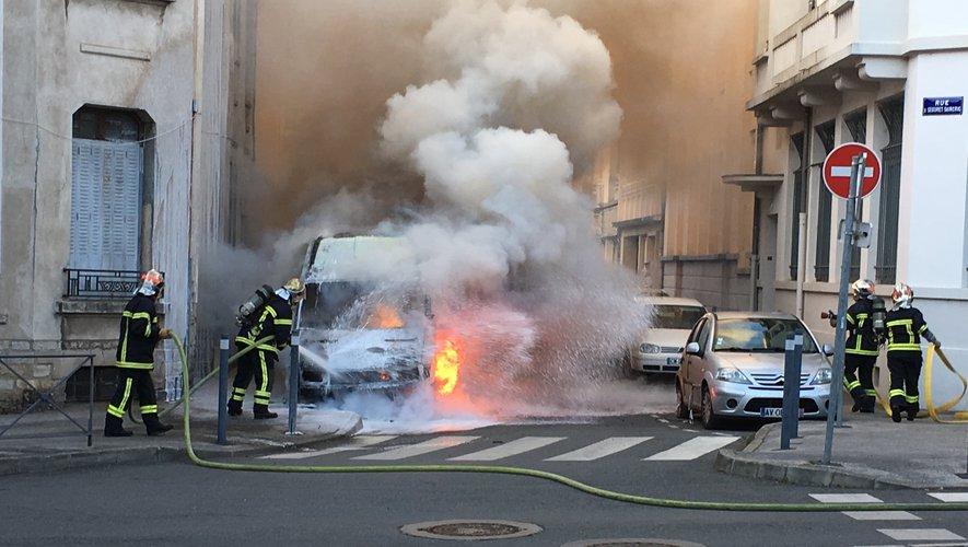 Le feu a léché la façade des habitations de la rue de Séguret Saincric