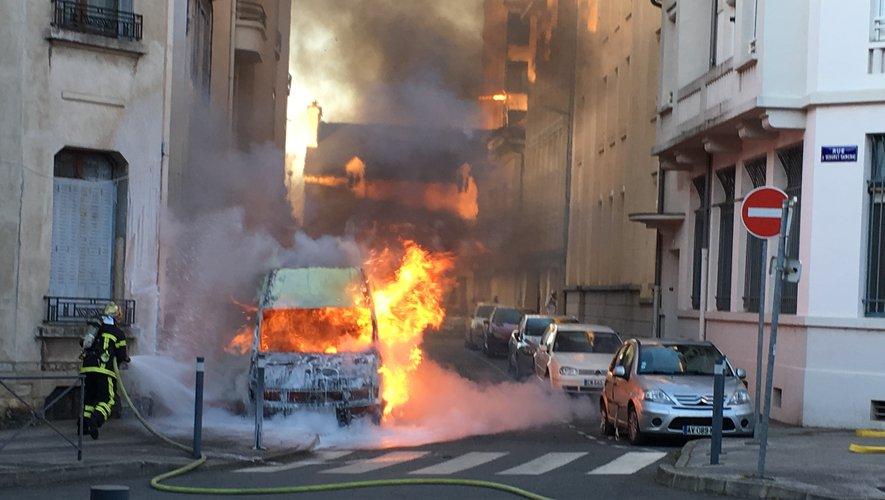 Le fourgon d'un artisan a brûlé dimanche soir. La piste d'un acte volontaire n'est pas exclue.