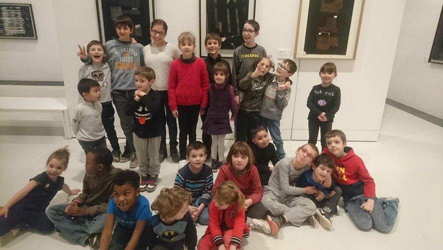 Des enfants enthousiasmés par cette sortie au musée Soulages.