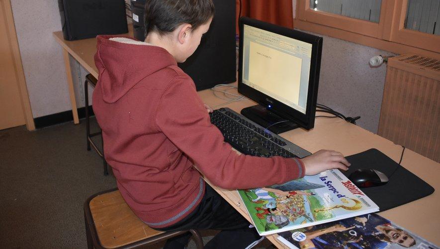 Un élève au travail.