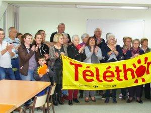 Photo (archive) de la remise du chèque du quine organisé en faveur du Téléthon.