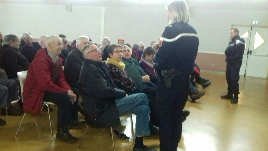 Les gendarmes ont donné quelques conseils aux aînés.