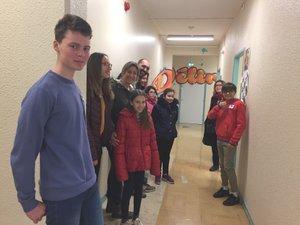 Les élèves actuels ont  servi de guides.