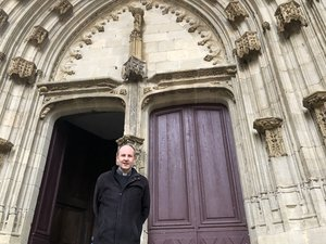 Le père Florent Dixneuf présente les nombreuses festivités liées aux 500 ans de la collégiale Notre-Dame./PhotoMCB