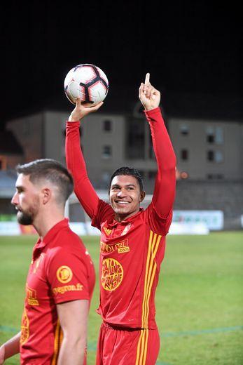 Florian David : « Ce ballon (du match, NDLR) je vais le garder, les mecs me l'ont signé, et ça ressemble à un trophée pour moi. »