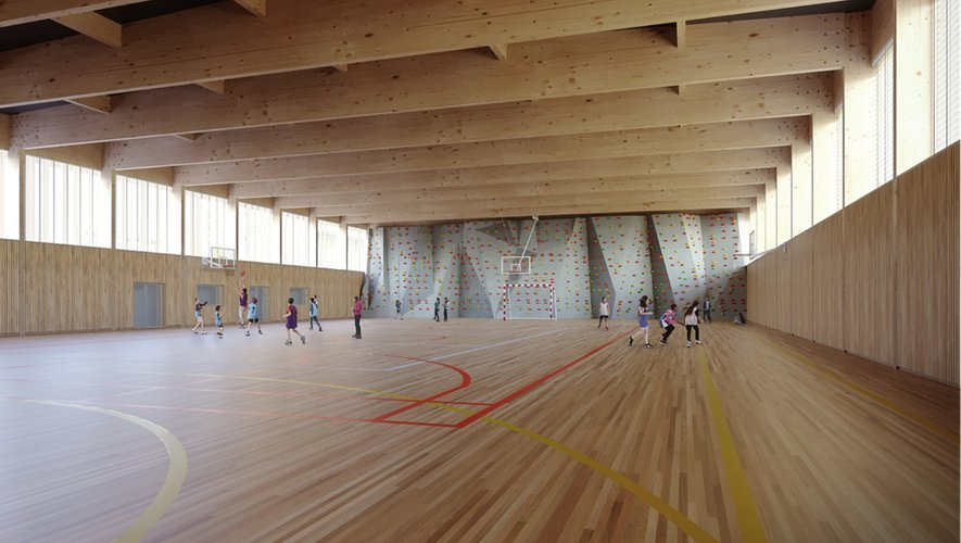 Le gymnase. Financé par la CCLV, à hauteur de 3,6 millions d'euros TTC, le gymnase devrait être terminé en juillet 2021. Il permettra de répondre aux besoins des activités EPS dispensées au sein du collège, des écoles du territoire, ainsi qu'aux besoins des différents clubs et associations sportives.