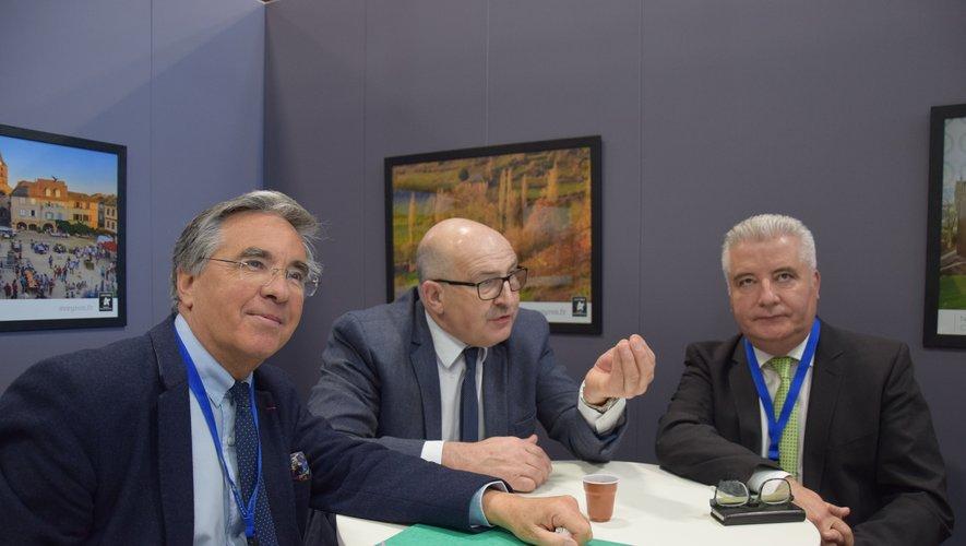 Jean-François Galliard (à gauche), président du conseil départemental aux côtés de Jacques Molières, président de la chambre d'agriculture et de Jean-Claude Anglars, élu départemental.