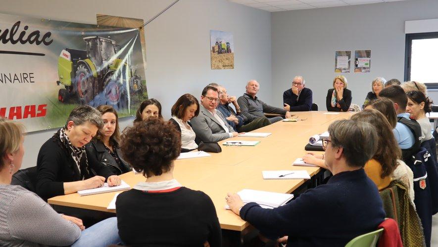 Organisateurs et partenaires ici réunis à l'entreprise Mouliac qui connaît des difficultés pour recruter.