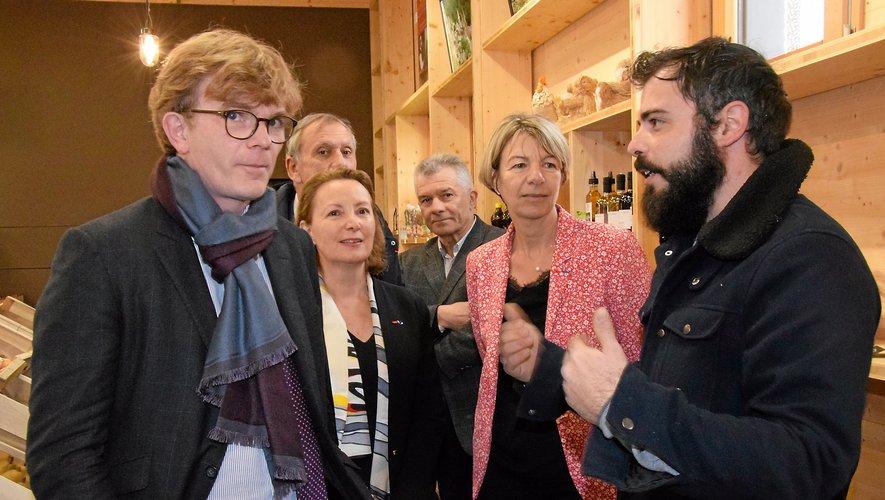 Le président du groupement de producteurs locaux, Fabien Pezet, a longuement conversé avec Marc Fesneau.