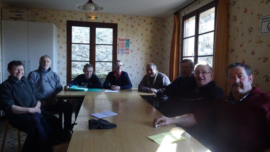 Membres et adhérents en réunion.