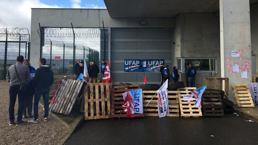 Les surveillants pénitentiaires ont bloqué la maison d'arrêt de Rodez, ce jeudi 7 mars.