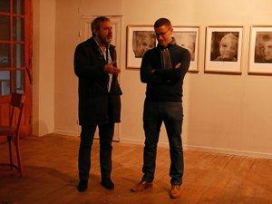 Benoît Decron, le conservateur du musée Soulages, a présenté l'exposition de Thomas de Vuillefroy.