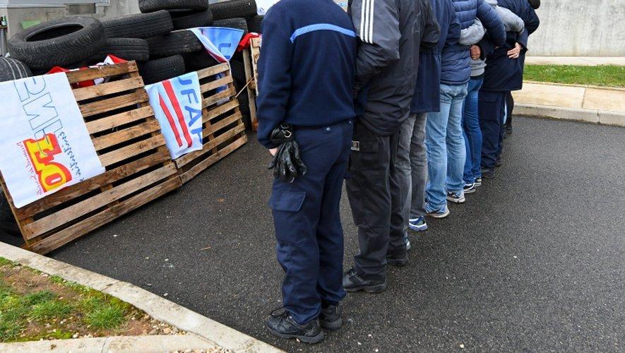Les faits ont eu lieu alors que la maison d'arrêt est bloquée depuis mardi matin à l'appel du syndicat FO pénitentiaire.