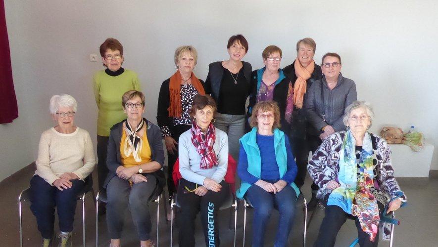 Les participantes à cette première séance aux côtés de Françoise Lucadou et de Lionele Pierre.