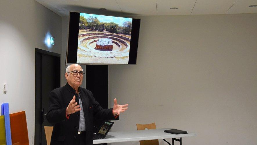 Alain Sarfati lors de la conférence  sur le futur parc des expositions de Malan.