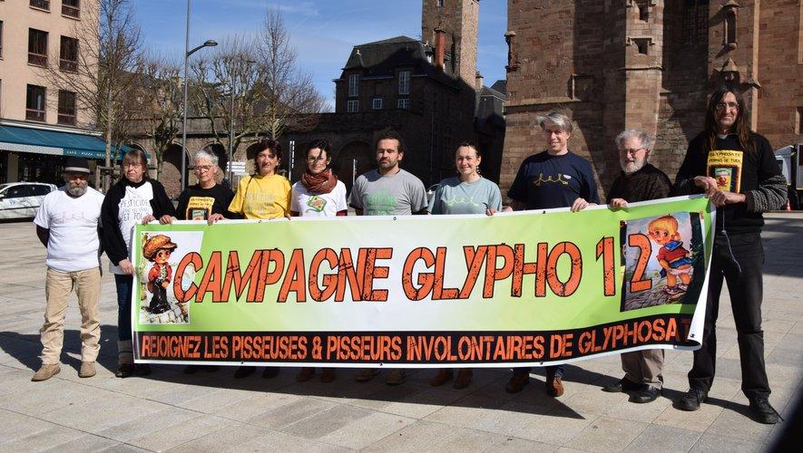 Les membres de Campagne glyphosate 12 préparent les futures réunions d'information.