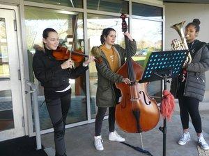 Accueil musical au collège des Quatre-Saisons. et magnifique expo sur les murs du collège Saint Viateur-Canaguet