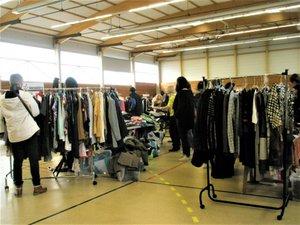 Un vide-dressing en soutien aux différentes associations